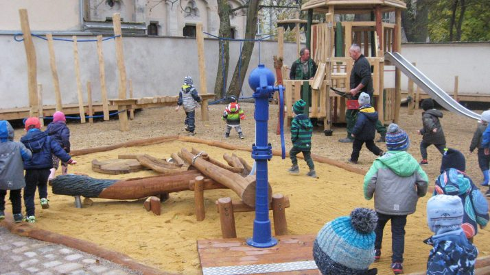 Neuer Abenteuerspielplatz feierlich eingeweiht